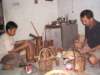 proses produksi kerajinan paralon