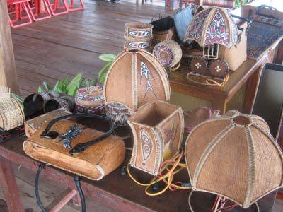 pesona kerajinan kulit kayu asli sentani