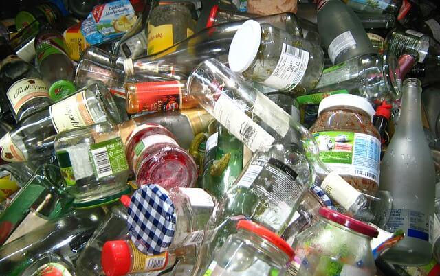 Mengolah Sampah Kaca Menjadi Barang Bernilai