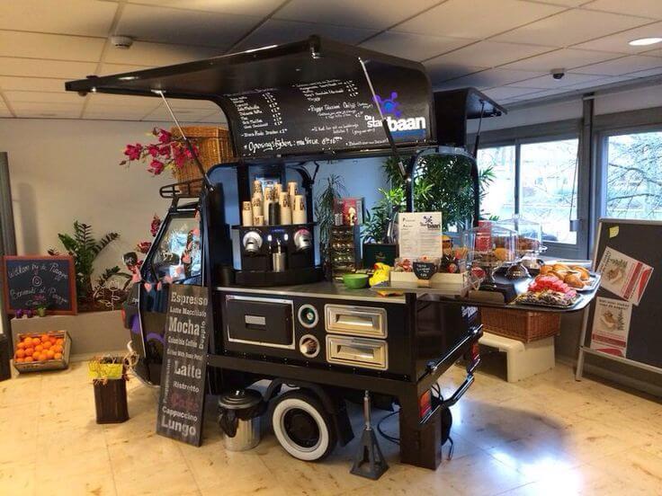 Kedai kopi keliling dengan motor roda tiga