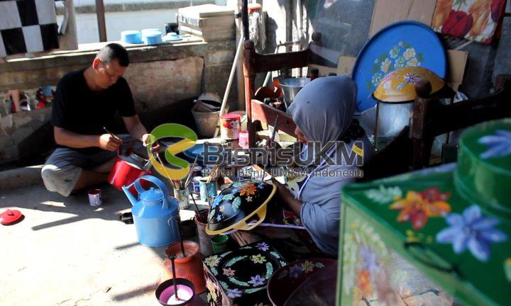 pengusaha kerajinan limbah bekas